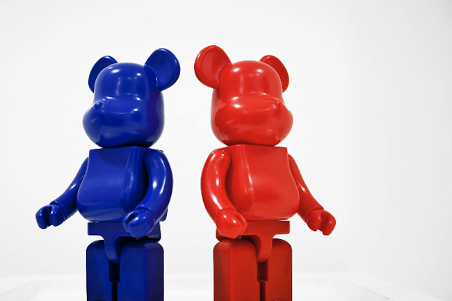 bearbrick-comme-des-garcons-jingle-flowers-1-1